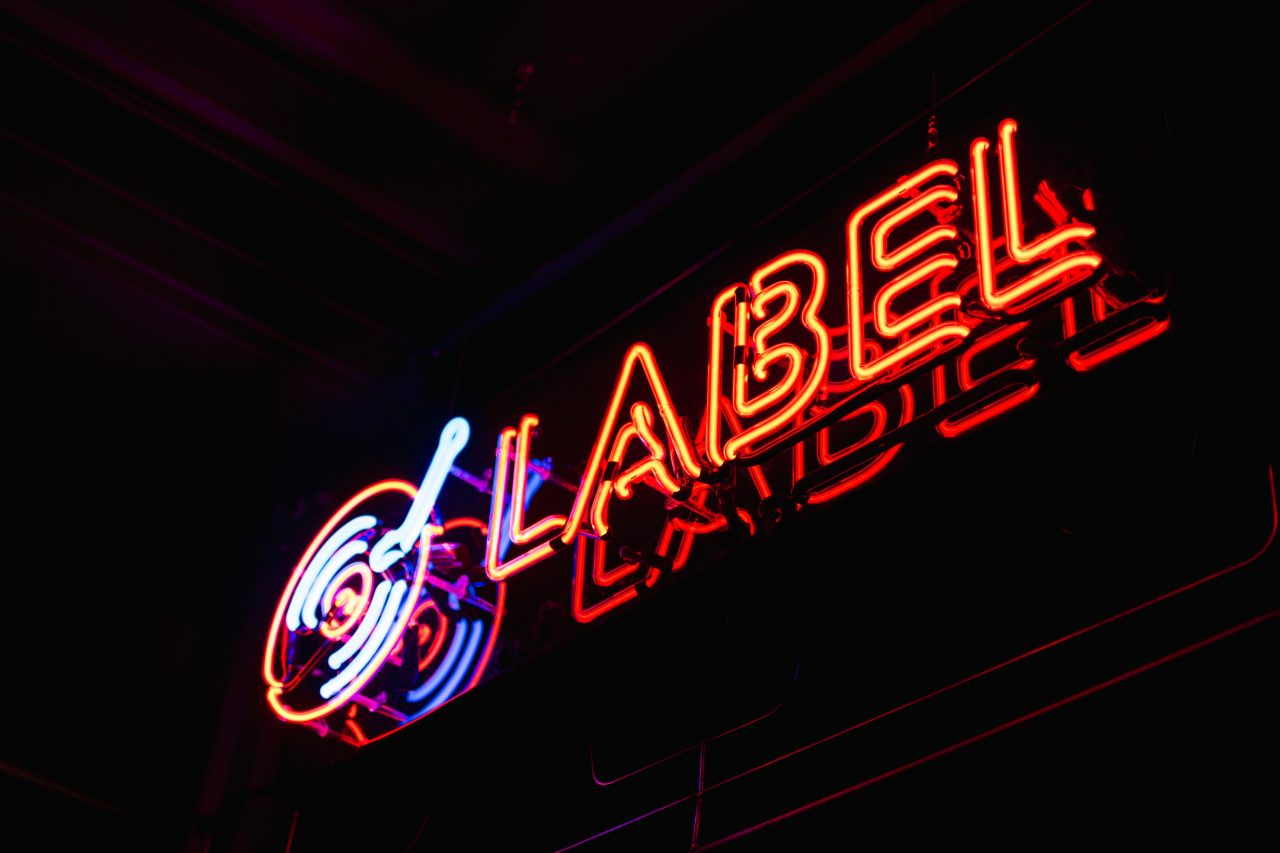 Neon Sign With The Word Label On It